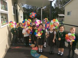 P1 take part in welcome procession at the start of Year Mass